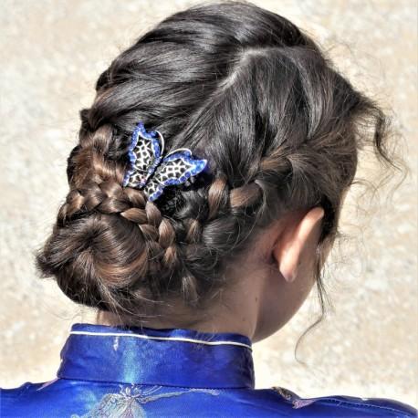 Chignon tressé papillon bleu